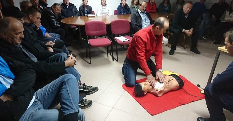 Izobraževanje AED (uporaba defibrilatorja v praksi)